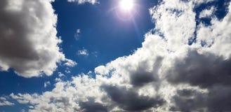 Céu cor-de-rosa/roxo/azul original com formação da nuvem Imagens de Stock