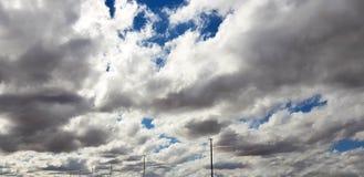 Céu cor-de-rosa/roxo original com formação da nuvem Fotografia de Stock Royalty Free