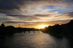 Céu crepuscular em Paris Fotografia de Stock