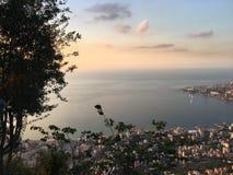 Céu da árvore da paisagem da opinião do mar Imagem de Stock Royalty Free