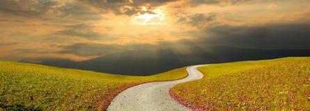 Céu da maneira e do por do sol do enrolamento foto de stock royalty free