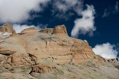 Céu de Tibet da montanha dos Himalayas e kora de Kailas das nuvens Fotos de Stock