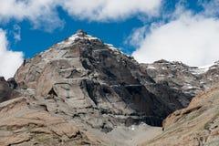 Céu de Tibet da montanha dos Himalayas e kora de Kailas das nuvens Imagens de Stock