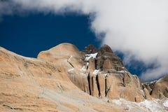 Céu de Tibet da montanha dos Himalayas e kora de Kailas das nuvens Imagem de Stock