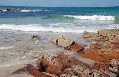 Céu do azul da praia das ondas Fotografia de Stock Royalty Free