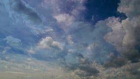 céu do dia da fotografia do Tempo-lapso 4k com laço macio do vídeo das nuvens vídeos de arquivo