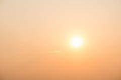Céu do ouro com o sol Fotos de Stock