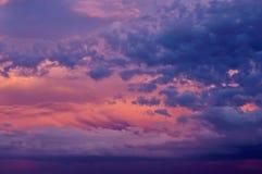 Céu do por do sol com nuvens Fotos de Stock Royalty Free