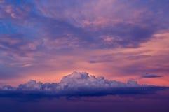 Céu do por do sol com nuvens Fotografia de Stock