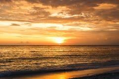 Céu do por do sol em Bali, oceano de Ásia foto de stock royalty free