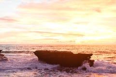 Céu do por do sol em Bali, oceano de Ásia fotografia de stock royalty free