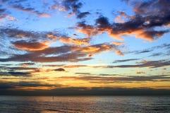Céu dramático acima do mar Imagens de Stock