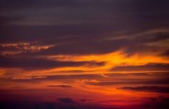 Céu dramático bonito Coulds da laranja do por do sol Imagens de Stock Royalty Free