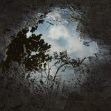 Céu dramático em uma poça foto de stock