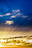 Céu dramático no por do sol imagens de stock