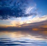 Céu dramático sobre a água Fotografia de Stock Royalty Free