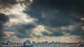 Céu dramático sobre a cidade Fotografia de Stock Royalty Free