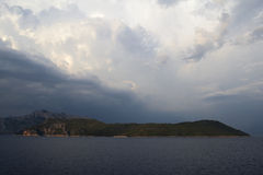 Céu dramático sobre o mar Mediterrâneo foto de stock