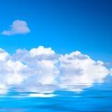 Céu e água imagem de stock