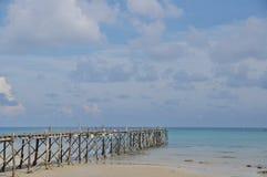 Céu e areia pelo mar Foto de Stock Royalty Free