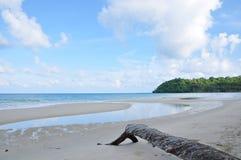 Céu e areia pelo mar Imagem de Stock Royalty Free