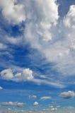 Céu e cloudscape bonitos Imagens de Stock