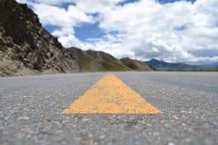 Céu e estrada de Tibet Fotografia de Stock
