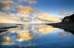 céu e lago Foto de Stock Royalty Free
