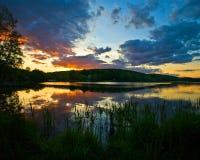 Céu e lago bonitos Imagens de Stock