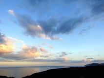 Céu e nuvens com raios do sol Fotografia de Stock