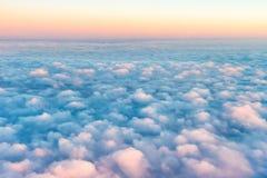Céu e nuvens no por do sol foto de stock