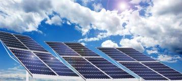 Céu e produção de electricidade solar Fotografia de Stock Royalty Free