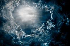 Céu escuro com lua Fotografia de Stock Royalty Free