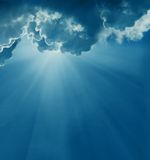 Céu escuro com sol fotos de stock