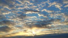 Céu impressionante no nascer do sol fotos de stock royalty free