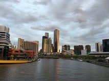 Céu interessante das zonas das docas de Melbourne Imagem de Stock