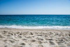 Céu, mar e areia Fotos de Stock Royalty Free