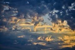 Céu nebuloso bonito imagens de stock royalty free
