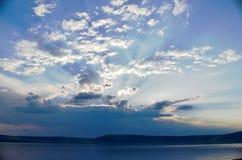 Céu nebuloso brilhante Foto de Stock Royalty Free