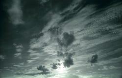 Céu nebuloso escuro Foto de Stock