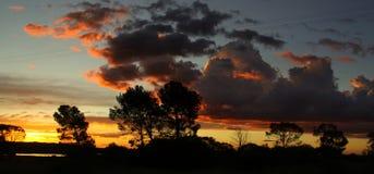 Céu nebuloso na estrada a Joanesburgo imagem de stock royalty free