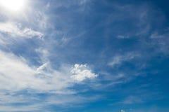 Céu nebuloso no dia Imagens de Stock