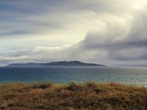 Céu nebuloso no mar Imagens de Stock