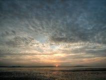 Céu nebuloso no nascer do sol Fotos de Stock