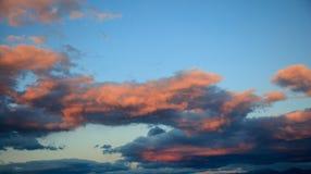 Céu nebuloso no pôr do sol Imagem de Stock Royalty Free
