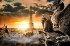 Céu nebuloso sobre Paris Imagens de Stock