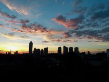 Céu no meio da cidade magnífica do capital fotografia de stock