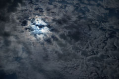Céu nocturno com uma Lua cheia Fotos de Stock