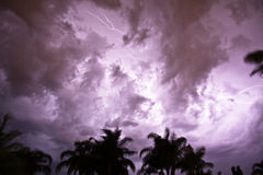 Céu nocturno tormentoso fotos de stock