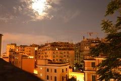 Céu noturno e construções da cidade Imagens de Stock Royalty Free